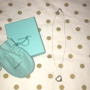 TIFFANY & CO - Heart Shaped Necklace